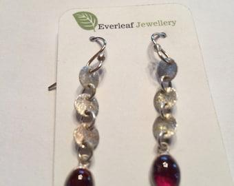 Dangle earrings with garnet stones