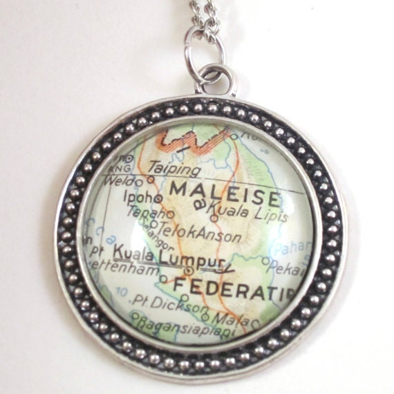 World map necklace - Indonesia - Oceania 30 mm