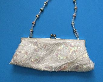 Beaded Vintage Purse, Top Kiss Clasp; Beaded Strap; White Lining; 1 Inside Pocket