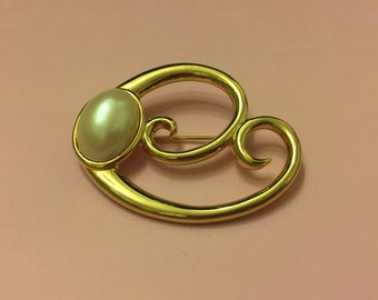 Vintage Monet Gold and Faux Pearl Brooch