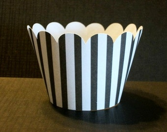 NEW!  Black & White Stripe Scalloped Cupcake Wrappers- birthday party decor,baby showers,weddings- (Set of 12+) Wrap your cupcakes in style!
