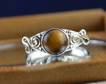Round tiger's eye and Sterling Silver ring size 7