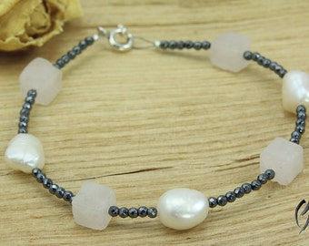 Bracelet of Hematite with freshwater pearls and Rose Quartz