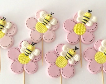 6 Bumblebee cupcakes toppers perfect for your birthday or baby shower celebration