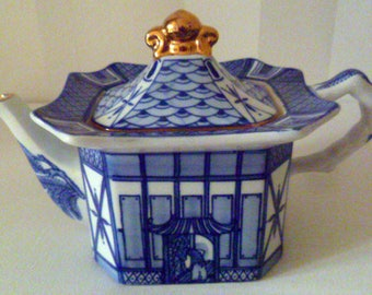 BURLEIGH Ware 'Pagoda' Large Tea Pot Blue and White c. 1930's Mint Condition