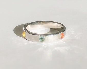 Cabochon en saphir, Bague anneau de couleur, Alliance, bague de fiançailles, fiançailles de pierres précieuses, cadeau, précieux, arc en ciel, printemps