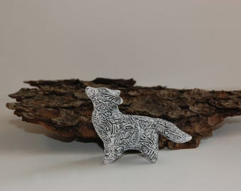 Howling arctic white wolf totem animal sculpture