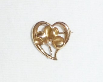"Estate 10K Yellow Gold Heart 3-Leaf Clover Pearl Vintage Bar Brooch Pin Heart Love  3/4"" wide 1.7 g Victorian 10 k kt 10kt Antique Kisses"
