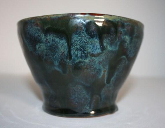 Stunning multi coloured ceramic bowl with gloss finish / Superbe bol en céramique multicolore avec finition brillante