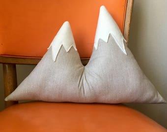 Mountain Pillow (Gray)