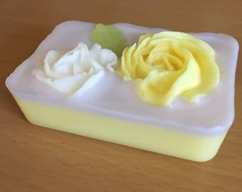 Scented wax - fresh lemon sugar type - decorated mini loaf