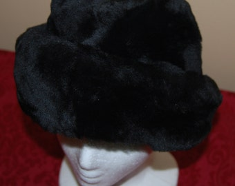 Woman's Black Lamb's Wool Hat