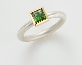 Cocktail ring TOURMALINE green gr., silver and 18kt yellow gold - stacking ring
