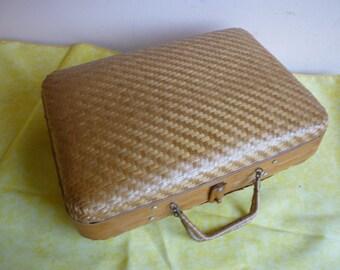Adorable suitcase handmade Wicker Vintage - Adorable handmade vintage wicker box