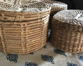 Set of 3 straw vintage baskets