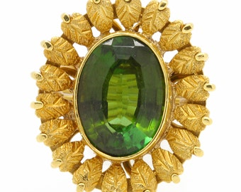 Vintage Green Tourmaline Estate Flower Ring In Yellow Gold