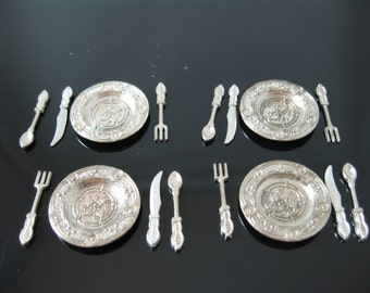 Miniature dolls house silver plates and cutlery pack
