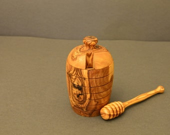 Honey pot with honey dipper from Olive Wood Handmade.