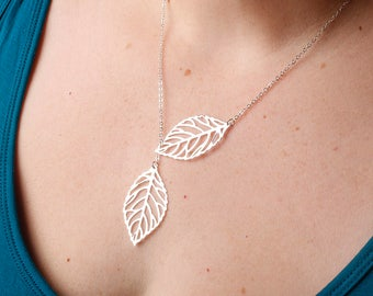 Silver Leaf Necklace . Leaf Charm Necklace . Fall Necklace . Nature Jewelry . Leaf Jewelry . Bridesmaid Jewelry