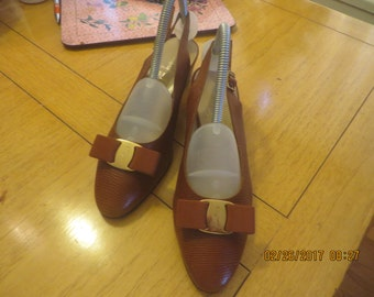 Ferragamo brown patent shoes size 8 and 1/2 M