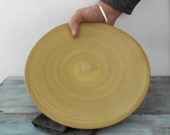 Dinner plate in ceramic green.