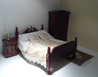 Double bed in the Victorian style, miniature bed, pink bed linen, bed of scale dolls house 1:12