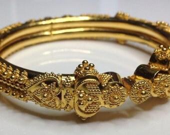 "Estate 22K Yellow Gold Etruscan Style 0.25"" Wide Bangle Bracelet 37 Grams"