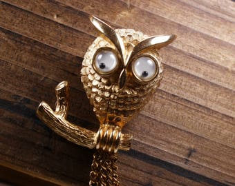 Signed Avon 1970's Owl Brooch/Pin.  Gold tone Finish.