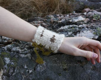Knitted Birch Wrist Cuff with Leafy Lacing