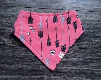 baby bib bandana black arrows on pink background, birthday gift