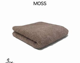 "Natural dyed towel with ""Fermented moss"""