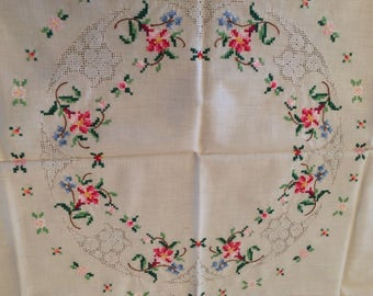 Vintage linen tablecloth with 4 matching napkins / hand embroidered