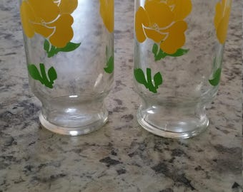 Adorable Vintage juice container & glasses