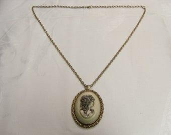 Gold chain cameo necklace costume jewlery