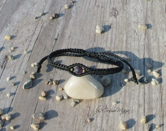 size-adjustable strap in black with Ametyst bead and two small bronze beads