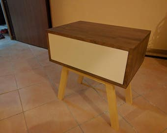 bedside/small chest of drawers