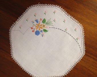 Vintage hand embroidered doily, 22 cm in diameter, assorted flowers