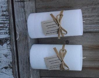 Pair of Peppermint Scented Medium Pillar Candles