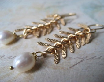 Golden Earrings, Fishbone Chain, Genuine Pearl, Vintage Chain, Gold Fill Earwires, Textured Chain, Art Deco, White Pearl, Golden Brass