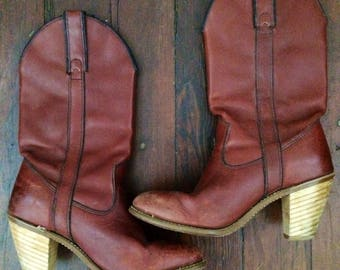 Vintage women's 1970's/1980's chestnut brown leather cowboy western boho boots. Size 6