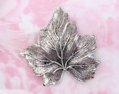ANTIQUE SILVER Leaf Stamping ~ Jewelry Ornament Findings (FB-6039)