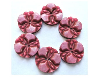 6 Buttons, vintage buttons, flower buttons, plastic buttons 18mm, unique old pink color