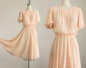 80s Vintage Peach Pleated Flutter Sleeve Day Dress / Size Small / Medium