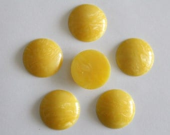 ONLY LOT - Vintage yellow swirled round cabochons . 30mm (6)