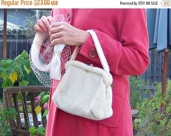 30% OFF SALE Vintage beaded handbag / cream ivory bridal purse with kiss clasp