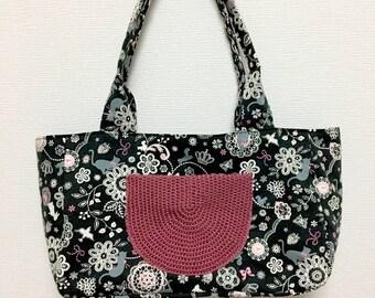 Fabric Shoulder Bag / Doily Cats --- Black
