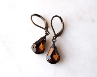 Rich Brown Vintage Jewel Earrings / Topaz Brown Rhinestone Earrings / Vintage Glass Earrings / Antiqued Brass Leverback Earwire
