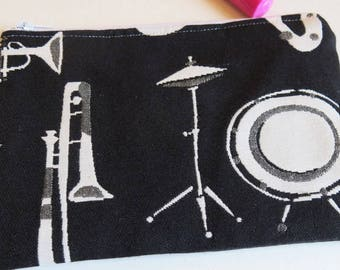 Small pouch in fun musical instruments print