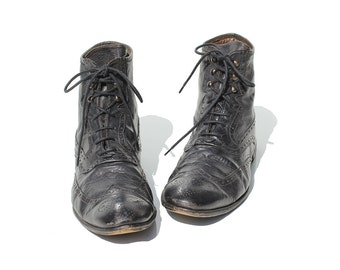 Vintage Men's Italian Pointed Toe Leather Ankle Boots / size 9