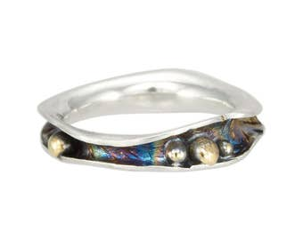 Mini Wave Ring with Pebbles
